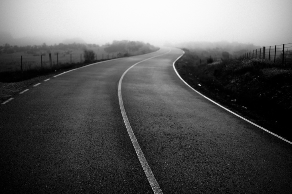 これまでの歩みをイメージする「道」の写真