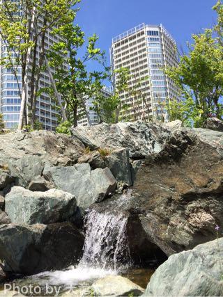 帰真園の滝がラスベガスのホテルみたい